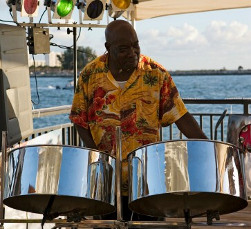 http://www.jamaica-reggae-music-vacation.com/Jamaica-Reggae-Music-Vacation-Lovers.html
