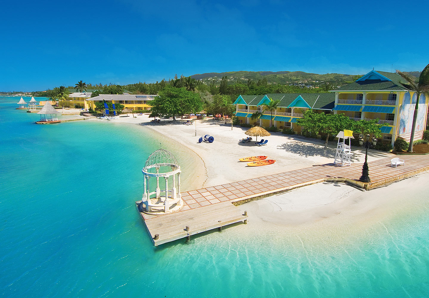 http://www.jamaica-reggae-music-vacation.com/Hotels-In-Montego-Bay-Jamaica.html, Sandals Royal Caribbean Resort