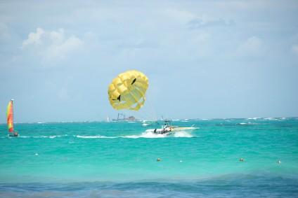 http://www.jamaica-reggae-music-vacation.com/Royal-Plantation-Ocho-Rios.html, Parasailing, Ocho Rios, Jamaica