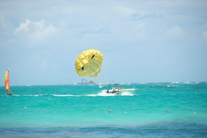 Parasailing in Jamaica, https://www.jamaica-reggae-music-vacation.com/Jamaica-Travel-With-Kids.html