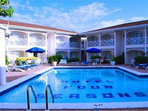 https://www.jamaica-reggae-music-vacation.com/Cheap-Hotels-In-Jamaica.html, Four Seasons Hotel, Kingston, Jamaica