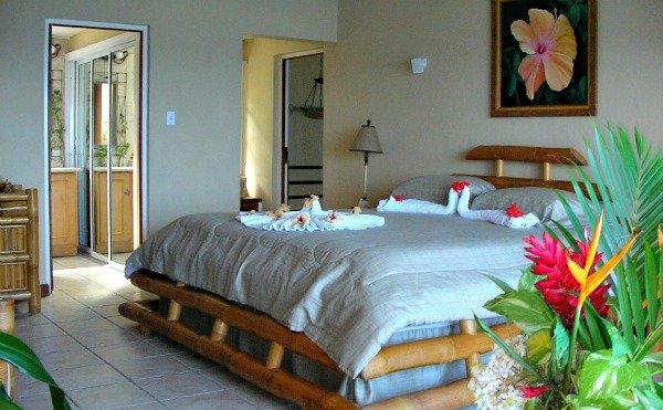 http://www.jamaica-reggae-music-vacation.com/Port-Antonio-Villas.html, Point of View Villa Bedroom