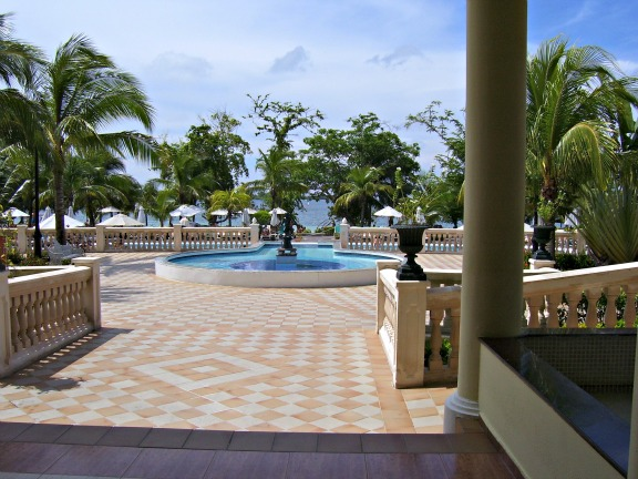 http://www.jamaica-reggae-music-vacation.com/Jamaica-Negril-Vacation.html, Riu Negril Lobby
